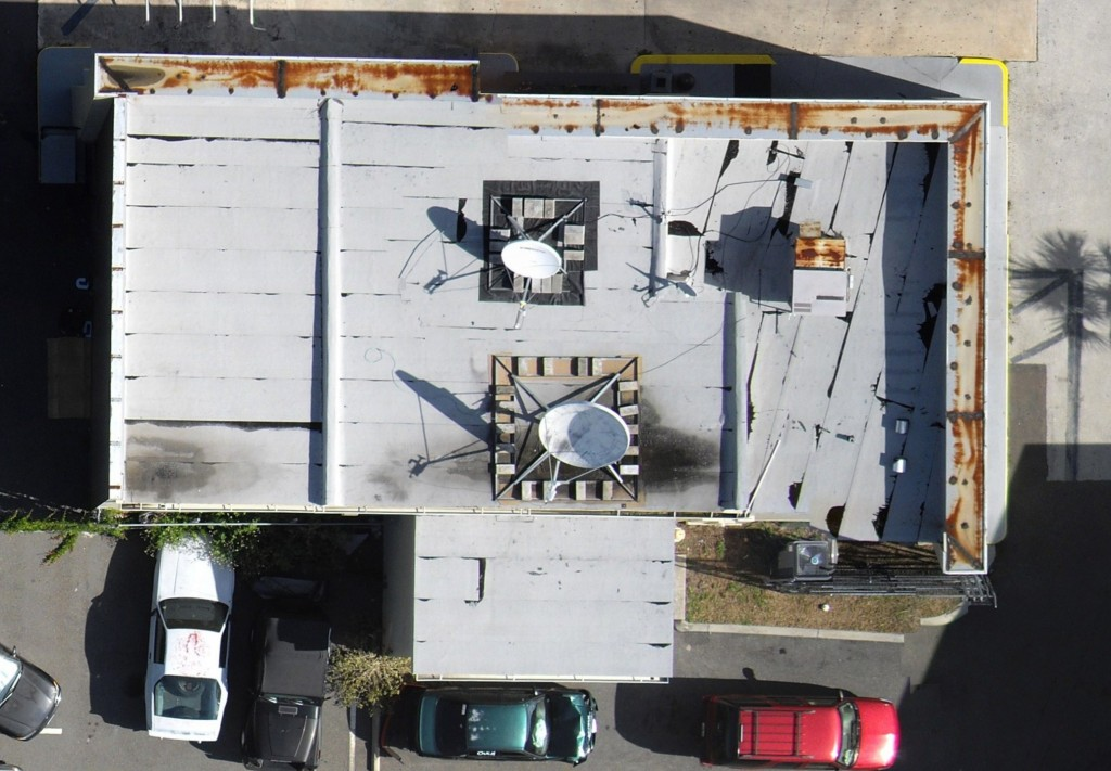 inspecting a roof using a uav